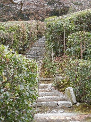 隣雲亭への石段