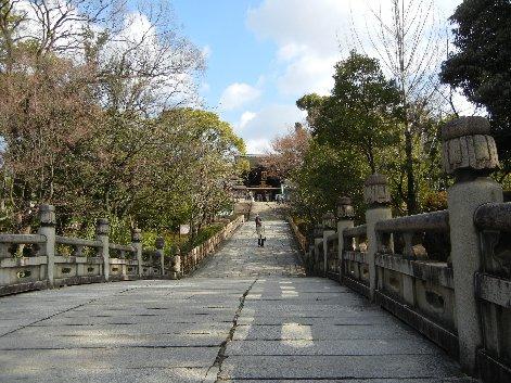 大谷廟への橋