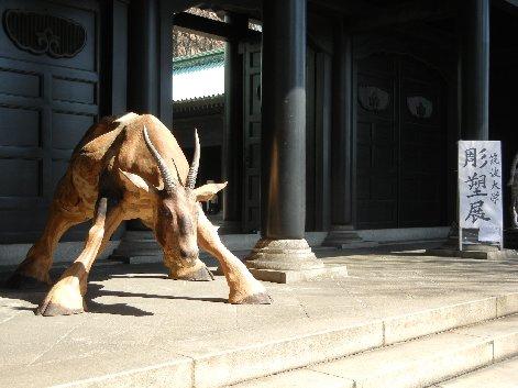 牛の木彫り