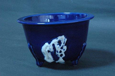 鍋島焼・瑠璃釉浮彫葉紋足丸・岩