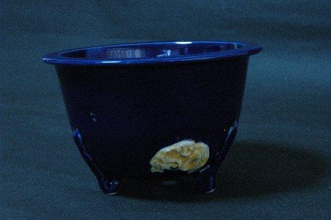 鍋島焼・瑠璃釉浮彫葉紋足丸・蟹