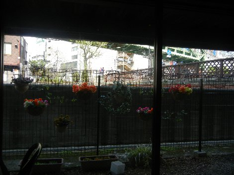 窓から昌平橋を