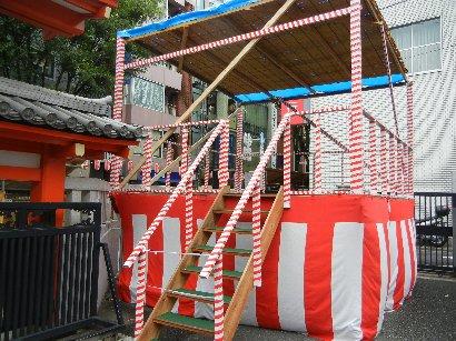 阿波踊り・デモ舞台