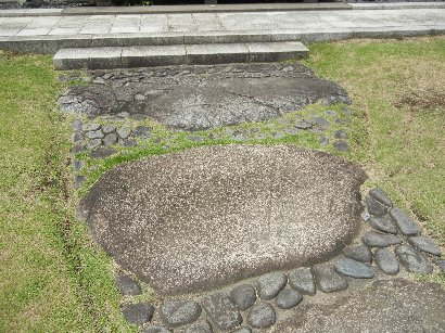 備中御影石と生駒石