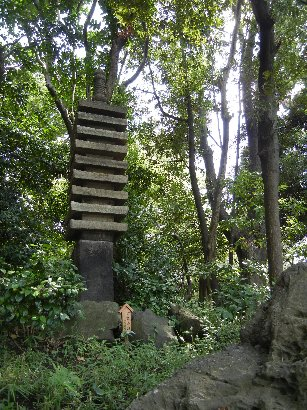 摂津御影石九重層塔
