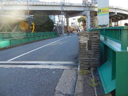 日本橋川に架かる三崎橋