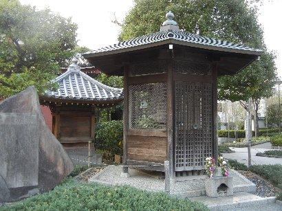 六地蔵石灯籠