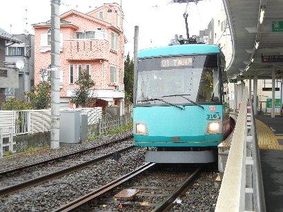 上町駅で途中下車、乗ってきた電車は出発
