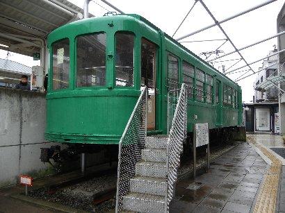 宮の坂駅舎は、電車?