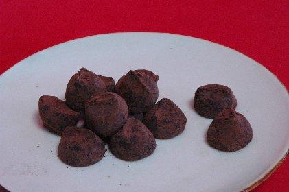 チョコon縁錆皿