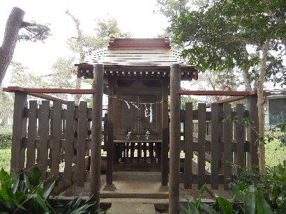 茂呂神社境内の小さな社