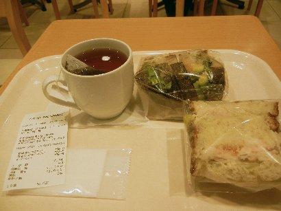 サンド2種と紅茶
