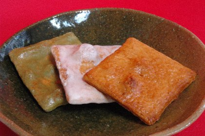 せんべい3種on志野皿