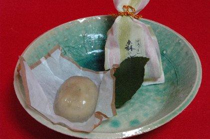 満天星一休・森の水鏡・中味on青ビードロ釉皿