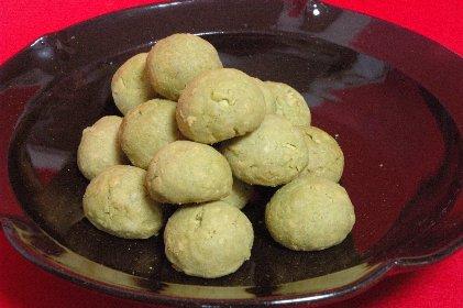 グリーンティークッキー on 天目釉皿