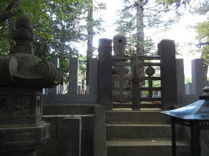 春日の局・墓