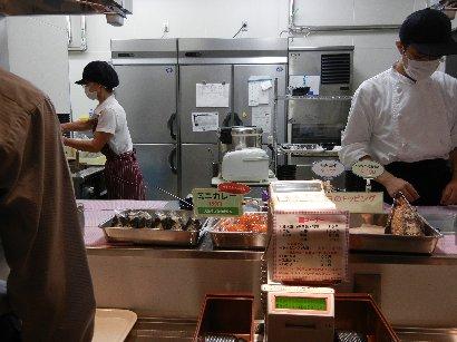 麺の厨房&受渡し所
