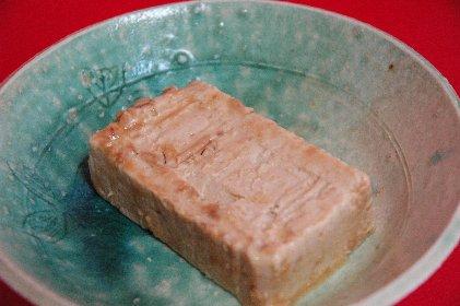 味噌漬け豆腐on青伊羅保釉皿