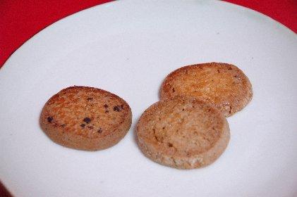 ロアンヌの焼洋菓子on縁錆皿