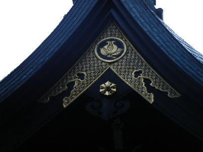 石榴(雑司ヶ谷鬼子母神堂・本堂屋根)