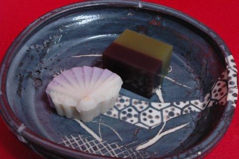 上生菓子(地蔵尊と宮城野羊羹)in鼠志野四方鉢