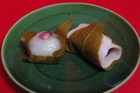 そめい桜の道明寺、さくらもちon総織部皿