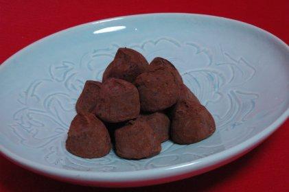チョコトリュフon青白磁皿