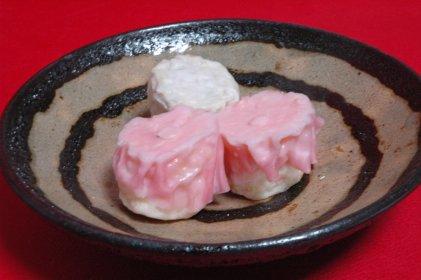 フカヒレ海鮮焼売on独楽文皿