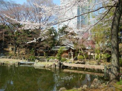 靖国神社・神池庭園