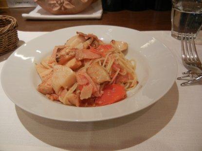 薫製ベーコンと竹の子のフレッシュトマトスパゲッティ
