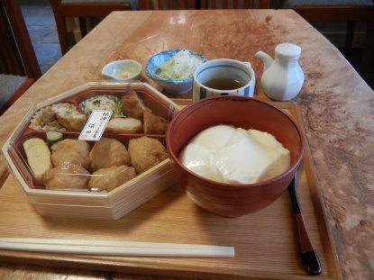 豆いなり弁当と掬い豆腐
