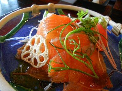 金太郎鱒の燻製のサラダ仕立て