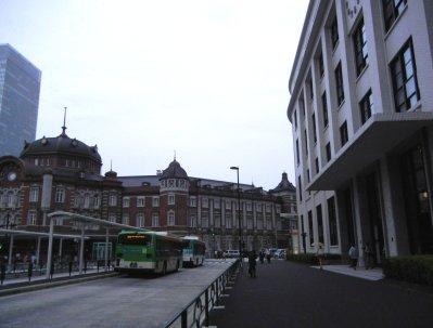 中央郵便局・保存部分と東京駅赤煉瓦駅舎