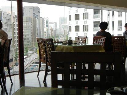 室内および窓の外