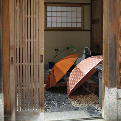 17・ギャラリー和田の玄関にて