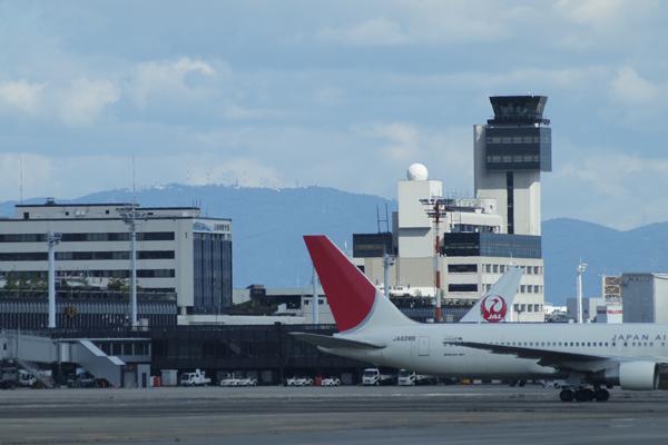 04・ターミナルの向こうは生駒山?