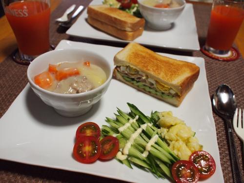 サンドイッチ&クリームシチュー&トマポテきゅうりサラダプレート