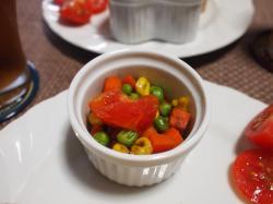 TKTサンド&トマトとミックスベジタブルに炒め物プレート