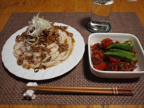 豚挽き肉とたくあんのピリ辛そうめん&プチトマトとおくらの炒め物