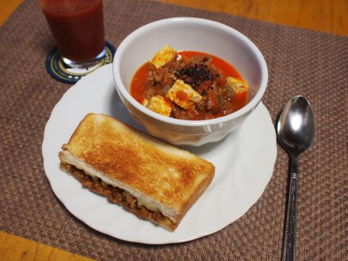 牛肉と豆腐のトマト煮&ホットサンドプレート