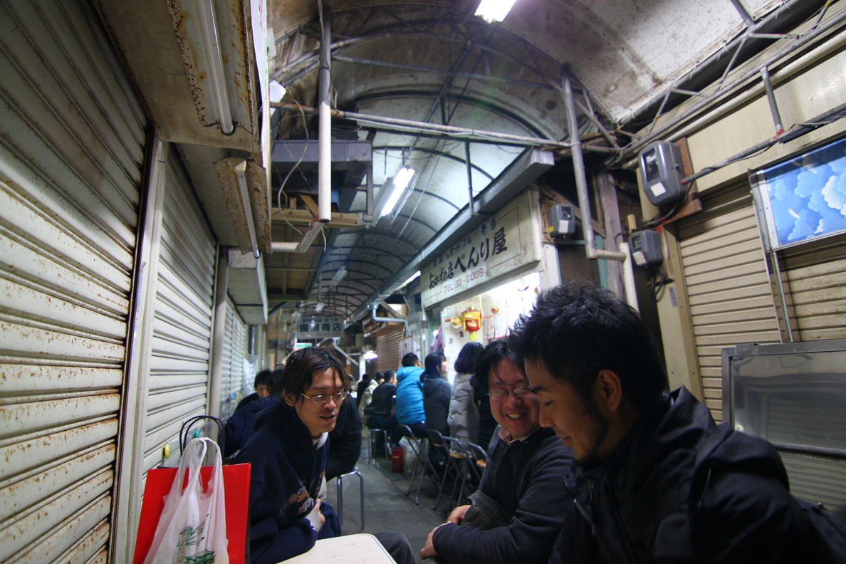 栄町にて林さん一柳さん達と飲む