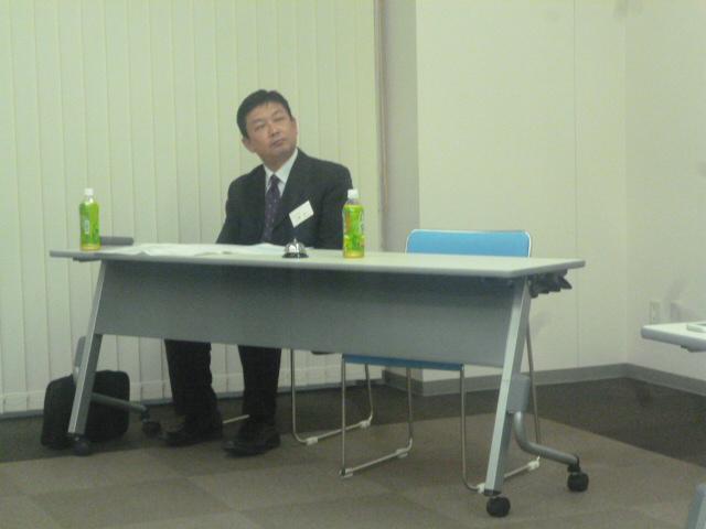 司会の上野さんです