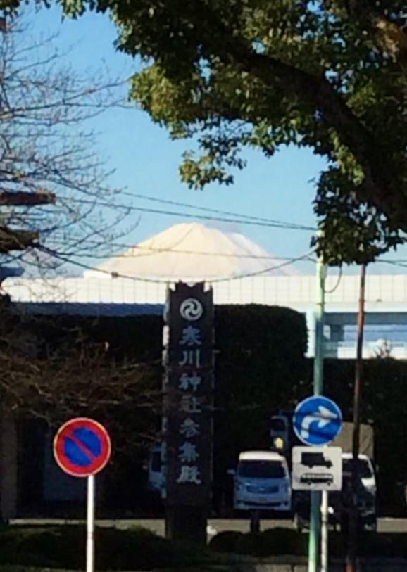 寒川から富士山を望む