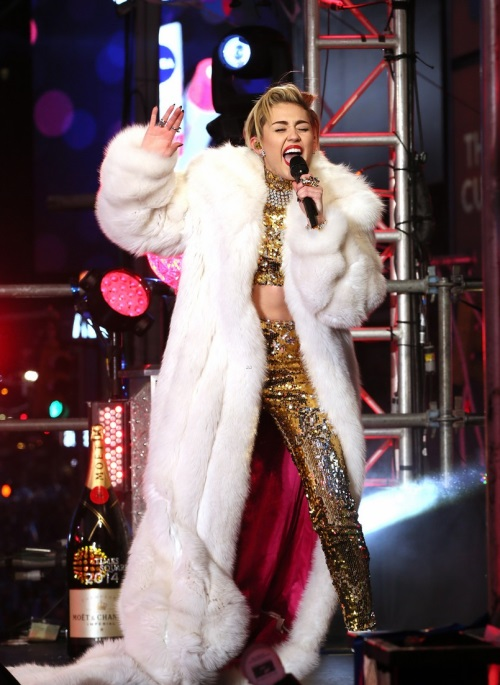 miley-cyrus-new-years-eve-2014-rockineve-03.jpg