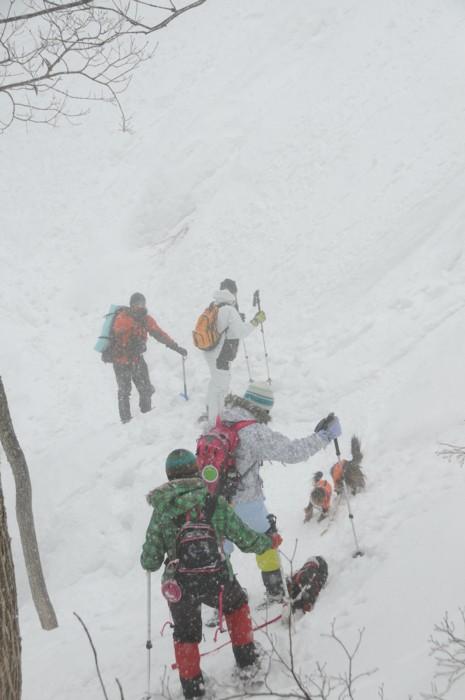 1115雪の中、下山中~