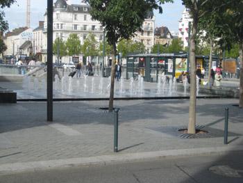 レンヌ駅前