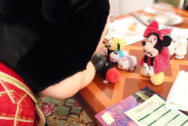 ツムツムで遊ぶミッキー3