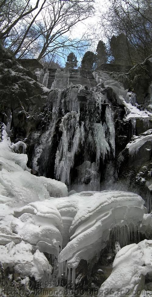 モミジ谷本流の第六堰堤の氷瀑