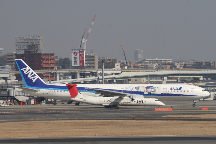 ANAガンダムジェット JA755A B777-300