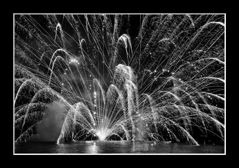 湖上の花火1